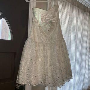 Dresses & Skirts - White party dress